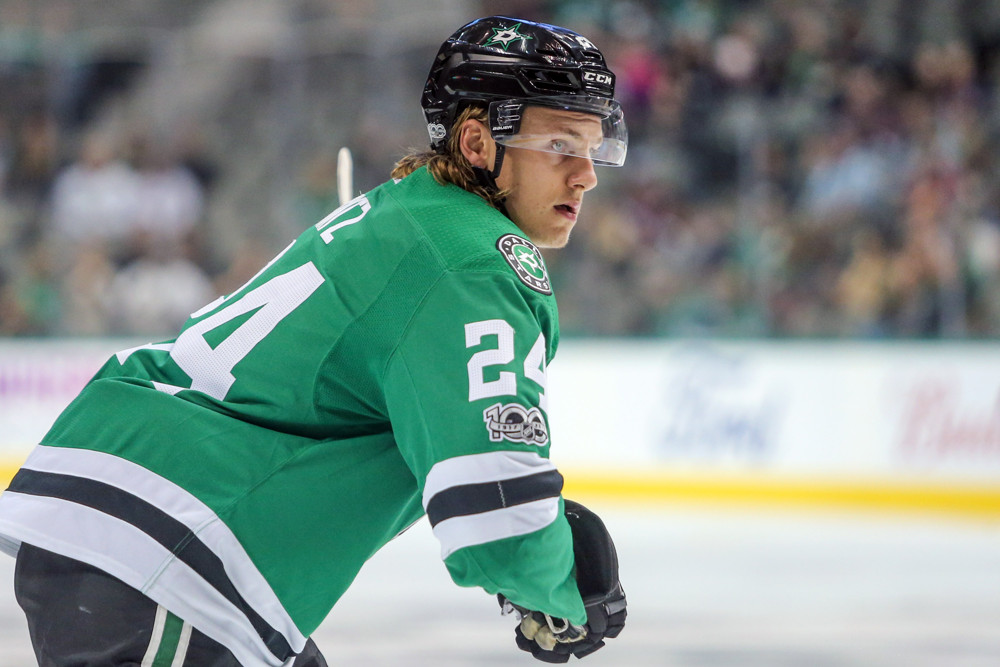 DALLAS, TX - SEPTEMBER 25: Dallas Stars left wing Roope Hintz (24) eyes the puck during the NHL game between the Colorado Avalanche and the Dallas Stars on September 25, 2017 at American Airlines Center in Dallas, TX. (Photo by George Walker/Icon Sportswire)